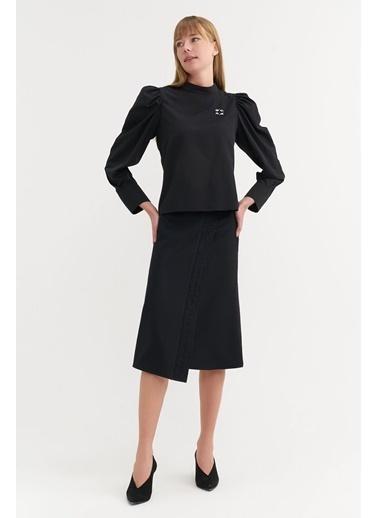 BGN Siyah - Broşlu Büzgü Kol Bluz Siyah